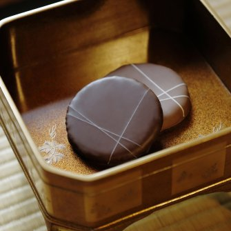 職人のサステナブル意識の結晶。 老舗京菓子店「老松」と「RAU」との コラボ商品「結」が完成